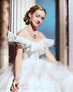 The epic Hollywood rivalry that made feud-watching fabulous: Bette Davis and Joan Crawford Hollywood Vintage, Old Hollywood Glamour, Golden Age Of Hollywood, Hollywood Stars, Classic Hollywood, Hollywood Hills, Kathryn Grayson, Piper Laurie, Vera Ellen