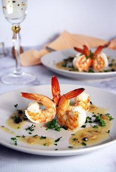 Marinated Shrimp with Champagne Beurre Blanc: Scrumptious marinated shrimp paired with a rich champagne beurre blanc and fresh herbs. Best Seafood Recipes, Shellfish Recipes, Shrimp Recipes, Paella, Traditional Christmas Food, Christmas Eve Traditions, Marinated Shrimp, Party Food And Drinks, Light Recipes