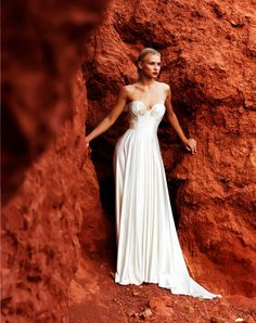 Amanda Wakely Bridal - Morocco CollectionZsaZsa Bellagio: Beautiful Bride