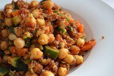 Das Argument, Veganer bekämen nicht genügend Protein, kann Veganessa vollkommen entkräften: Quinoa mit Kichererbsen zum Abendessen - wertvolles pflanzliches Eiweiß SATT! http://vegantemptation.blogspot.de/2013/02/vednesday-schon-wieder.html
