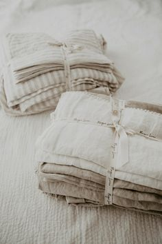 Pure linen bedding to fall in love with. Stone washed for maximum softness and so pleasant to the skin... Linen bedding: MagicLinen, photo credit: Kelli Murray