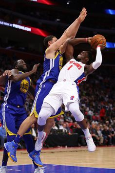 Reggie Jackson (1) of the Detroit Pistons tries to get a shot off past Klay Thompson (11) of the Golden State Warriors during the second half at Little Caesars Arena on Dec. 8, 2017, in Detroit. Golden State won the game 102-98. (Photo by Gregory Shamus/Getty Images)