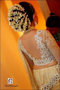 ideas indian bridal hairdo acupressure points for 2019 Bridal Hair Buns, Bridal Hairdo, Sari Blouse Designs, Choli Designs, Indian Wedding Hairstyles, Elegant Wedding Hair, My Hairstyle, Easy Hairstyles, Saree Wedding