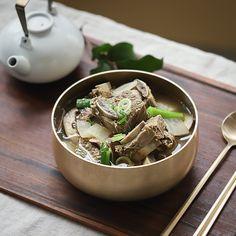 Asian Recipes, Ethnic Recipes, Beef And Noodles, Short Ribs, Living Room Kitchen, Korean Food, Food Plating, Japchae, Crepes