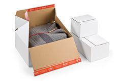 Premium #Blitzbodenkarton CP 155 für Hin- und Rückversand in einer Box von #ColomPac®. • Doppelter ColomPac® #Selbstklebeverschluss für professionellen Hin und Rückversand in einer Box. • #Dinkhauser Kartonagen Vertriebs GmbH, #Aufreißfaden, #Versandverpackung, #Paket, #Wellpappe, #Kleinteile, #Ersatzteile, #Modeversand, #Drucksachen