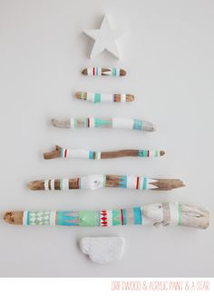 DIY: Painted driftwood Christmas tree Artful, luv the colors to do when I move to the beach! Driftwood Christmas Tree, Diy Christmas Tree, All Things Christmas, Christmas Holidays, Merry Christmas, Driftwood Christmas Decorations, Aussie Christmas, Xmas Trees, Christmas Colors