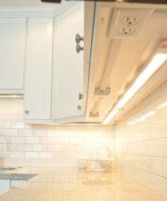 prise de courant sous les armoires de cuisine pour libérer de l'espace