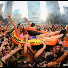#PembertonFest// pembertonmusicfestival.com Festival Outfits, Rave Festival, Festival Party, Festival Fashion, Summer Music Festivals, Rave Music, Raver Girl, Techno Music, Festival Electronica