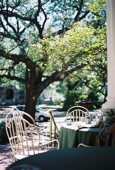 . | Flickr - Photo Sharing! 테이블 + 보 + 작은화병에 생화 = 다시오고 싶은 곳