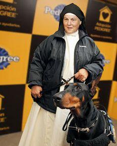 La monja que enseña a las presas a entrenar perros: su programa es un éxito en EEUU y 30 países - ReL