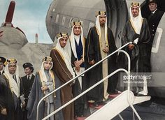 May the house of Saud soar on the wings of the Kingdom of God. Life In Saudi Arabia, Ksa Saudi Arabia, Saudi Arabia Prince, National Day Saudi, Saudi Men, Amoled Wallpapers, Arab Swag, King Abdullah, Middle Eastern Fashion
