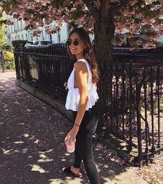 Womens fashion, spring fashion, sunglasses, white top and jeans / discountedsunglas… - Fashion Looks Chic, Looks Style, Look Fashion, Fashion Beauty, Womens Fashion, White Fashion, Fashion Clothes, Fashion Outfits, Fashion Tips