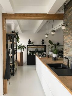 binnenkijken bij jellinadetmar - Home Ideas - Lilly is Love Home Decor Kitchen, Interior Design Living Room, Home Kitchens, Industrial Home Design, Industrial House, Style At Home, Small Bars For Home, Metal Barn Homes, Küchen Design