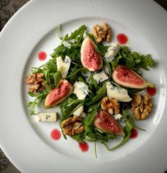 Here's a fantastic, colourful and simple salad for an easy lunch or an attractive dinner party salad. A balance of tangy Gorgonzola, with sweet figs and crunchy walnuts for a delightful dish.
