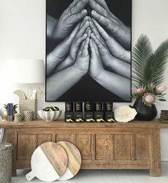 fotos originales, preciosa foto en grande marco colocada en la pared, idea original y muy íntima, fotos familiar de manos