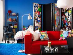 """IKEA Österreich, Inspiration, Textilien, KLIPPAN 2er-Sofa mit Bezug """"Granån"""", Kissenbezüge aus bunter LILLIVI und GULLVI Meterware, HAMPEN Teppich"""