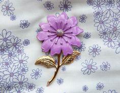 Items similar to / Purple flower enamel brooch / vintage jewelry on Etsy Vintage Brooches, Vintage Jewelry, Unique Jewelry, Purple Flowers, 1960s, Jewerly, Jewelry Design, Enamel, Butterfly
