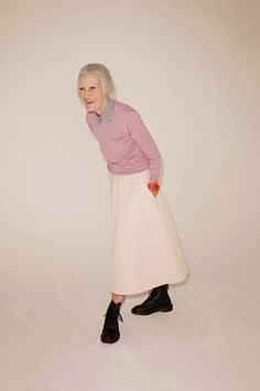 Photo: Telegraph Friend of That's Not My Age and Fabulous Fashionista Jean Woods is the subject of a painting shortlisted for the BP portrait award at the National Portrait Gallery. Mature Fashion, Fashion Over 50, Pink Fashion, Womens Fashion, Old Man Fashion, Trendy Fashion, High Street Fashion, Street Style, Thats Not My Age