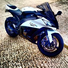 """""""CLEAN ZX-10R ✔️ .  REPOST; @the_speed_of_life .  FOR A REPOST TAG #SUPERBIKES2015 .  T SHIRTS FOR SALE PRESS LINK IN BIO OR FOLLOW @divinebikers"""""""