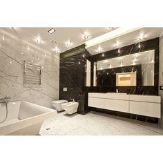 """""""Просторная ванная комната, сделанная в контрастных белых и чёрных цветах. #mill_studio"""""""