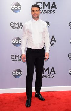 Sam Hunt is the most beautiful human being, sexy af. I wanna go to a concert