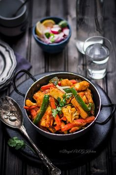 Vegetable Jalfrezi is most popular stir fried North India restaurant dish. Vegetable Jalfrezi is delicious, crunchy, tasty with Chinese South Asian spices.