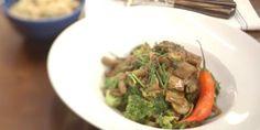 Tirinhas de alcatra, brócolis e molho de ostra   Discovery Mulher