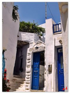 Amorgos Island, Chora by George Botonakis Mykonos, Santorini Villas, Places Around The World, Around The Worlds, Samos, Greece Travel, Greek Islands, Cool Photos, Amazing Photos