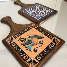 Tile Art, Mosaic Art, Painted Trays, Hand Painted, Tile House Numbers, Arabic Art, Diy Painting, Decorative Items, Creative Art