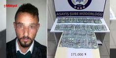 Telefon dolandırıcısı 171 bin #Dolar ile kaçarken yakalandı: İstanbul'dan Şanlıurfa'ya giderken Düzce'de dinlenme tesisinde mola veren otobüste bulunan yolcular, şüphelendikleri bir yolcuyu polise ihbar etti. İl Emniyet Müdürlüğü Asayiş Şubesi ekipleri, ihbar edilen Ahmet K. adlı yolcuyu otobüsten indirip kimlik kontrolü yaptı ve üzerini aradı. Ahmet K.'nın ç...