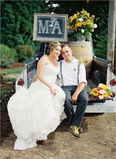 farm wedding #farmwedding #oregonwedding #weddingchicks http://www.weddingchicks.com/2014/01/13/summertime-country-wedding/