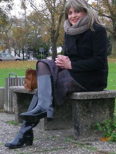 I have to admit, I am a rubber boots fan. But only the elegant ones. City Style, Elegant, Boots, Heels, Accessories, Beautiful, Fashion, Rubber Work Boots, Woman