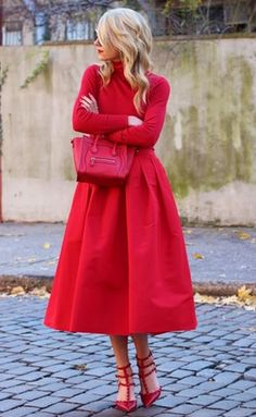 lady in red... https://www.facebook.com/Spendibenemilano