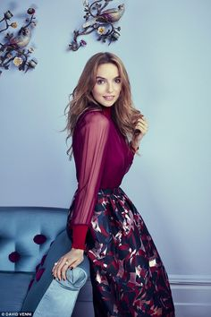 Jodie Comer is pure beauty (x-post /r/JodieComer) Pretty People, Beautiful People, Beautiful Women, Gorgeous Girl, Parks, Jodie Comer, British Actresses, Beautiful Celebrities, Classy Outfits
