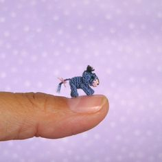 Meet the Tiniest Eey