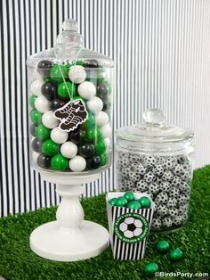 Football or Soccer Party Ideas - DIY Funky Football Candy Display - Step by step instruction to creating a fun candy bar display! Soccer Birthday Parties, Birthday Party Desserts, Football Birthday, Birthday Cup, Football Soccer, Soccer Party Favors, Birthday Candy, Birthday Ideas, Candy Bar Comunion