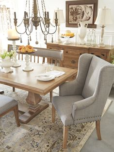 Stunning french country dining room table decor and design ideas 32 Farmhouse Dining Room Set, Dining Room Server, Shabby Chic Dining Room, French Country Dining Room, Dining Room Table Decor, Dining Room Design, Dining Room Furniture, Beige Dining Room, Space Furniture