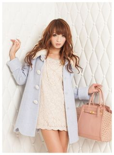 Cute, gyaru: White lace dress. Light blue coat with white buttons and faux fur collar. Pearl necklace. Dusty pink bag.