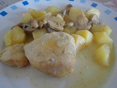 Pechugas de pollo en salsa de vino y cebolla
