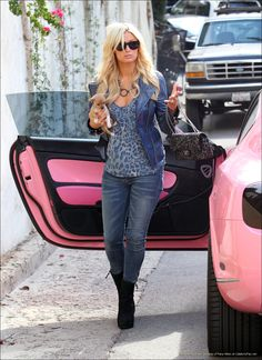 paris-hilton/ pink-bentley convertible