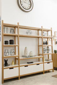 Biblioteca modular  Medidas: 2,50 x 0,30 x 2,00 de altura Quirky Home Decor, Home Decor Signs, Cheap Home Decor, Home Remodeling Diy, Remodeling Mobile Homes, Luxury Homes Interior, Home Interior Design, Interior Modern, Interior Ideas