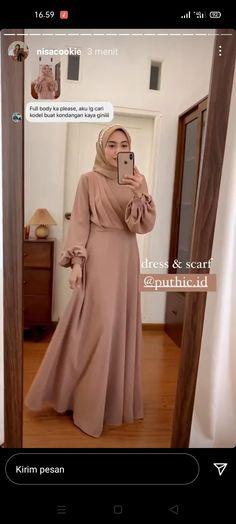 Hijab Dress Party, Hijab Style Dress, Dress Outfits, Fashion Dresses, Simple Long Dress, Simple Dresses, Dress Muslim Modern, Velvet Dress Designs, Dress Brokat