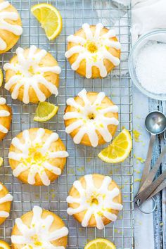 Mini Lemon Bundt Cakes with Cream Cheese Frosting cake. Mini Lemon Bundt desserts with Cream Cheese Frosting make a incredible Easter or Spring dessert recipe. clean lemon juice and lemon zest give these mini cakes their delicious taste! Lemon Bundt Cake, Bundt Cakes, Cupcake Cakes, Cupcakes, Kid Desserts, Spring Desserts, Party Desserts, Cool Whip, Graham Crackers