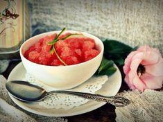 Granita de pepene rosu Zucchini, Catering, Tea Cups, Tableware, Kitchen, Dinnerware, Cooking, Catering Business, Gastronomia