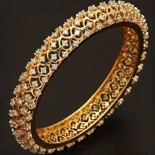 Gold bangles with diamonds. Stylish Jewelry, Modern Jewelry, Fine Jewelry, Fashion Jewelry, Women's Jewelry, Jewellery Box, Jewelry Trends, Silver Jewelry, Diamond Bracelets