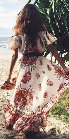 Maillot de bain : Off The Shoulder Gypsy maxi Dress Source Hippie Style, Estilo Hippie Chic, Mode Hippie, Estilo Boho, Gypsy Style, Boho Gypsy, Bohemian Style, Boho Summer Outfits, Boho Outfits