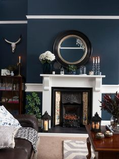 Real home: a Victorian house with a traditional twist traditional living room with dark grey walls and a wooden coffee table Lounge Design, Lounge Decor, Victorian House Interiors, Victorian Living Room, Victorian Homes, Modern Victorian Decor, Dark Grey Walls Living Room, Dark Blue Rooms, Dark Blue Lounge