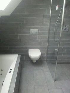 Badkamer onder schuin dak badkamer interieur pinterest attic bathroom and attic - Tub onder dak ...