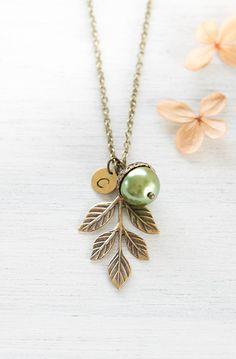Personalisierte Acorn Anhänger Messing Leaf Kette Olivin grüne Perlenkette erste Brautjungfer Geschenk Weihnachtsgeschenk personalisierter Schmuck