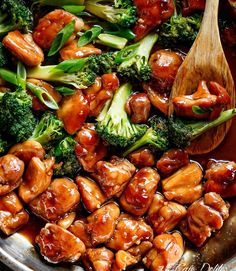 Teriyaki Chicken with broccoli is a super easy chicken recipe cooked in with no marinading needed! Crispy and juicy skinless chicken thighs stir-fried and swimming in a beautiful flavoured homemade teriyaki sauce. Best Teriyaki Chicken Recipe, Homemade Teriyaki Sauce, Easy Chicken Recipes, Asian Recipes, Bbq Chicken, Broccoli Chicken, Sriracha Chicken, Terriaki Chicken, Chicken Teryaki Stir Fry
